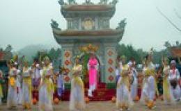 Khai hội đền Huyền Trân ở Huế