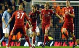 Vòng 32 Premier League: Carroll tỏa sáng, Liverpool đè bẹp Man City