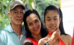 """Nữ lực sĩ Mỹ Linh: Biết làm """"mềm"""" mình dưới thảm đấu"""