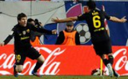 Messi sút phạt thần sầu, Barca thắng trận