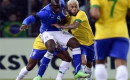 Balotelli cứu Italy thoát thua trước Brazil