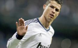 Ronaldo tỏa sáng, Real đặt một chân vào Bán kết