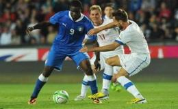 Balotelli nhận thẻ đỏ, Italy bị CH Czech cầm chân