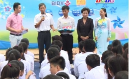 Nâng bước đến trường – hoàn cảnh em Phan Khánh Linh – Tân Phước