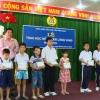 Liên đoàn Lao động tỉnh Tiền Giang trao học bổng Tấm lòng vàng