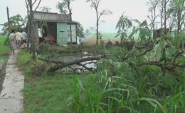 Giông lốc làm tốc mái 27 căn nhà và 01 người bị thương ở Gò Công Tây