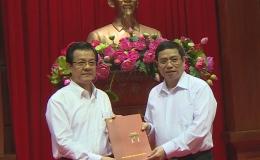Trao Quyết định của Bộ Chính trị điều động đồng chí Lê Hồng Quang giữ chức vụ Phó Chánh án TAND tối cao