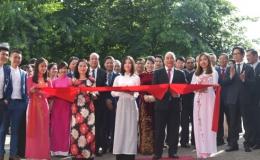 Thủ tướng cắt băng khánh thành trụ sở mới của Đại sứ quán Việt Nam tại Hà Lan