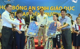 Bảo Việt Nhân thọ Tiền Giang trao học bổng cho học sinh nghèo