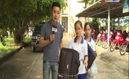 Hoàn cảnh khó khăn của  2 chị em sinh đôi Thu Trâm và Thảo Trang