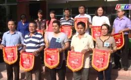 Hội thi cấm hoa, nấu ăn, kỷ niệm ngày phụ nữ Việt Nam.