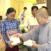 Ni viện Tịnh Nghiêm và Tu viện Linh Thứu tặng quà Tết cho người nghèo
