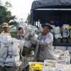 Thương lái đổ về làng hoa lớn nhất Tiền Giang thu mua hoa Tết