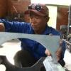 Anh Trần Hoàng Long huyện Châu Thành chế tạo thành công máy rửa trái Sapôchê.