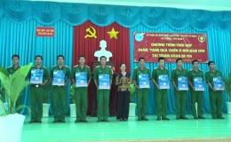 Hội Liên hiệp Phụ nữ tỉnh Tiền Giang thăm tặng quà chiến sĩ mới