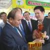 Thủ tướng Nguyễn Xuân Phúc thăm triển lãm thành tựu phát triển doanh nghiệp tỉnh Tiền Giang năm 2018