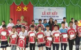 Hội Liên hiệp Phụ nữ tỉnh Tiền Giang tặng quà tại tỉnh Bình Phước
