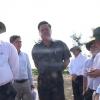Ông Lê Văn Hưởng khảo sát công trình xây dựng cơ bản