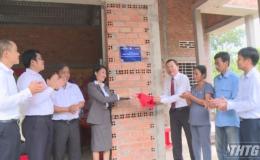 Công ty Bảo hiểm nhân thọ Dai-ichi Việt Nam và Ngân hàng Sacombank trao nhà tình thương cho hộ nghèo