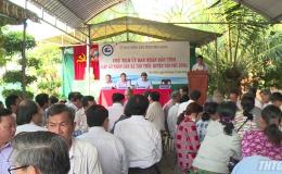 Lãnh đạo UBND tỉnh Tiền Giang gặp gỡ người dân xã Tân Thới, huyện Tân Phú Đông.