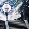 """""""Hoàng tử xiếc"""" Quốc Cơ – Quốc Nghiệp xác lập kỷ lục Guinness thế giới"""