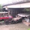 Sà lan kẹt giữa chân cầu Xoài Hột – Châu Thành
