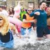 Lễ tắm nước đầu năm ở châu Âu