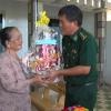 Đồn biên phòng Tân Thành thăm tặng quà Mẹ Việt Nam anh hùng và mẹ liệt sĩ