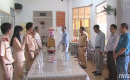 Chủ tịch UBND tỉnh Tiền Giang thưởng nóng các đơn vị thực hiện tốt nhiệm vụ trong dịp Tết