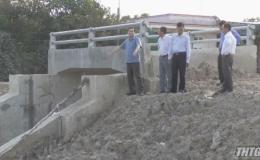 Chủ tịch UBND tỉnh Tiền Giang khảo sát tiến độ thực hiện các công trình kiểm soát lũ
