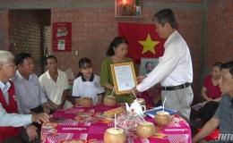 Hội chữ thập đỏ bàn giao nhà tình thương cho hộ nghèo