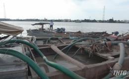 Bắt quả tang 05 phương tiện khai thác cát trái phép trên sông Tiền