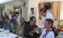 Chủ tịch UBND tỉnh Tiền Giang tiễn người có công thăm thủ đô Hà Nội