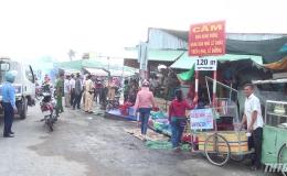 Giải tỏa chợ tự phát lấn chiếm hành lang đường tỉnh 866B