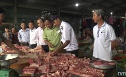 Tân Phú Đông kiểm tra thịt heo ở các chợ