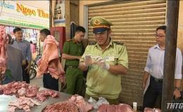 Kiểm tra chất lượng thịt heo tại các chợ trên địa bàn Tp. Mỹ Tho