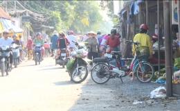 Chợ tự phát Thân Cửu Nghĩa lấn chiếm hành lang ATGT