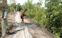 Bà con Ấp Mỹ Hội – Mỹ Hạnh Trung (Tx. Cai Lậy) mong chờ tuyến đường đạt chuẩn giao thông nông thôn
