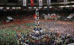 Lễ hội xây 'lâu đài người' ở Tây Ban Nha