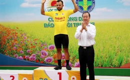 Giải xe đạp ĐBSCL: Áo vàng Jordan Parra tiếp tục thống trị về nước rút