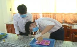 Xà phòng từ dây vác – thành quả của 2 học sinh được viện Pasteur công nhận diệt khuẩn 99%