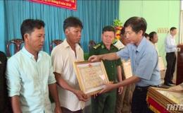 Khen tặng ngư dân Gò Công cứu ngư dân Philippines gặp nạn trên biển