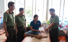 Thăm hỏi, động viên Công an xã bị thương khi làm nhiệm vụ