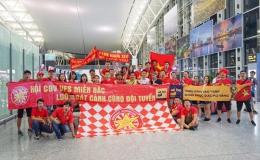 CĐV mang Đại kỳ sang Thái Lan cổ vũ đội tuyển Việt Nam giành chiến thắng
