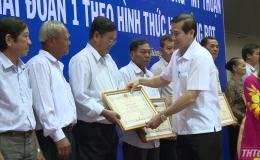 Chủ tịch UBND tỉnh khen thưởng các hộ dân bàn giao mặt bằng trong dự án cao tốc Trung Lương- Mỹ Thuận