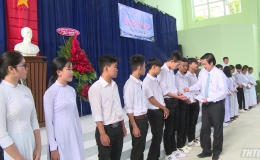 Bí thư Tỉnh ủy và Chủ tịch UBND tỉnh Tiền Giang dự khai giảng năm học mới