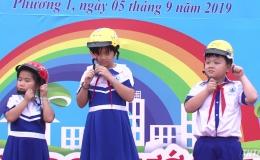 Trao tặng hơn 29.000 mũ bảo hiểm cho học sinh lớp 1