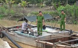 Công an Tiền Giang bắt giữ 03 phương tiện khai thác cát trái phép trên sông Tiền