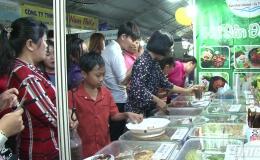 Mỗi ngày có 5.000 lượt khách tham quan mua sắm tại hội chợ