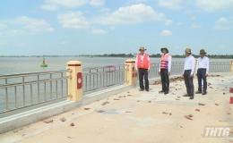 Chủ tịch UBND tỉnh Tiền Giang kiểm tra tình hình sạt lở